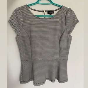 4/$25 The Limited Peplum Style Top
